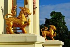 Singha: Estatua del león del guarda Foto de archivo