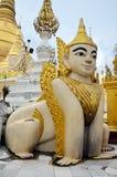 Singha varelser av myten och legenden av Shwedagon P Royaltyfri Foto