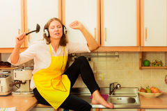 Singing housewife at home Royalty Free Stock Photos