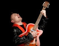 Singing man with electric guitar Royalty Free Stock Photography