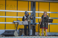Singing and playing rockabilly at the fish market Royalty Free Stock Photos