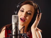 Singing into a professional microphone Royalty Free Stock Photos