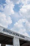 Singkhorn通行证和蓝天, Prachuapkhirikhan省,泰国 免版税库存照片