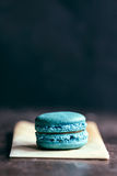 Single blue macaroon Stock Photography