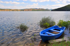 Single boat at lake shore Royalty Free Stock Photography