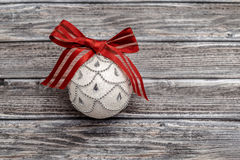 Single christmas ball with red ribbon Royalty Free Stock Photos