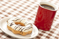 Single donut and red coffee cup Stock Photography