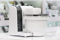 Single electric food processor in retail store Stock Photography