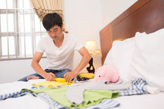 Single father cleaning the house Royalty Free Stock Photos