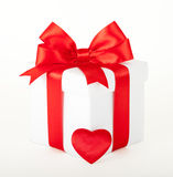 Single gift box with red ribbon Royalty Free Stock Photography