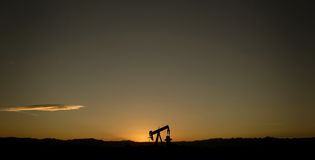 Single oil pump and sunset Royalty Free Stock Photos