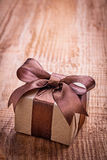 Single vintage gift box on old wooden board Stock Photography