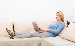 Single woman chatting online concept Royalty Free Stock Photos