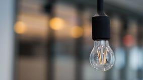 Singola lampadina nell'edificio per uffici Fotografia Stock