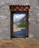 Singola porta del Bhutanese Immagini Stock