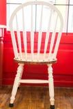 Singola sedia bianca d'annata della cucina Immagini Stock Libere da Diritti