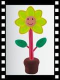 Singola striscia della pellicola e fiore sorridente da argilla Fotografia Stock