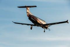 Singoli aerei di atterraggio di aerei del turbopropulsore Fotografie Stock