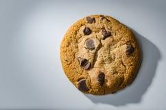 Singolo biscotto di pepita di cioccolato Fotografia Stock Libera da Diritti