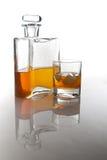 Singolo carafe di whisky e della bevanda scozzesi immagine stock libera da diritti