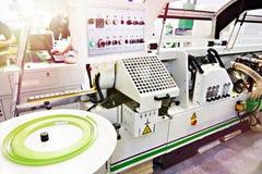 Singolo CNC automatico parteggiato del edgebander fotografia stock