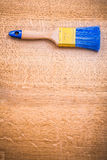 Singolo copyspace organizzato del pennello su di legno fotografie stock libere da diritti