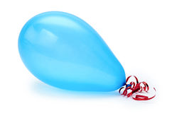 Singolo pallone blu del partito Isolato su priorità bassa bianca Immagine Stock Libera da Diritti