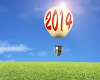 Singolo pallone con la parola 2014 su, prato, cielo della lampada Immagine Stock Libera da Diritti