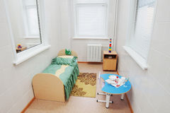 Singolo reparto in un ospedale pediatrico Immagine Stock