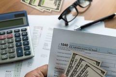singolo tempo della forma di conto finanziario di ritorno di reddito di imposta per Fotografia Stock