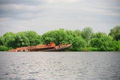 sinked rostig ship Arkivfoto