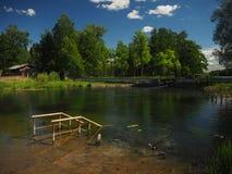 Sinken bro nära den härliga sjön Royaltyfria Foton