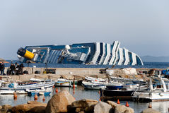 Sinkende Kreuzschiff Costa Concordia. Lizenzfreies Stockfoto