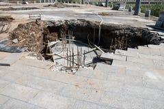 Sinkhole i trottoar Royaltyfri Foto