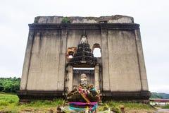 Sinkiing tempel och Songkaria flod, Sangklaburi Royaltyfri Bild