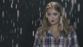 Sinnesrörelser i regnet lager videofilmer