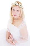 Sinnliche blonde Braut im Kranz Lizenzfreie Stockfotografie