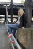Sinnliche blonde Frau Stockfotografie