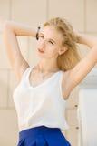 Sinnliche blonde Frau Lizenzfreie Stockfotografie