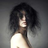 Sinnliche Dame mit dem ausgezeichneten buschigen Haar Stockbilder