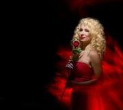 Sinnliche Frau, Dame im Rot, Valentinstag Lizenzfreies Stockfoto
