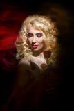 Sinnliche Frau, Dame im Rot, Valentinstag Stockfotografie