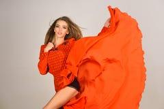 Sinnliche Frau in den modernen V?lkern kleiden, Herbst an stockfotos