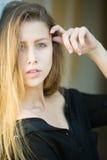 Sinnliche junge blonde Frau Lizenzfreies Stockfoto