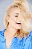 Sinnliche verlockende blonde Frau Lizenzfreie Stockfotografie