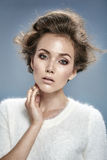 Sinnlicher Brunette mit erstaunlichen Augen stockfotografie