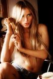 Sinnliches blondes Lizenzfreie Stockfotos