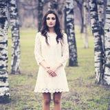 Sinnliches Frauen-Mode-Modell Outdoors lizenzfreie stockbilder