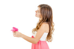 Sinnliches Mädchen, das Blume mit romantischem Blick hält Lizenzfreie Stockbilder