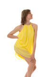 Sinnliches Mädchen in einem gelben Kleid Stockfoto